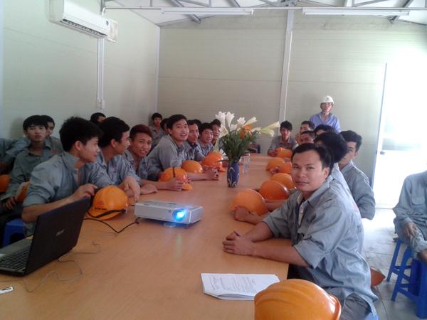 Cán bộ công nhân tai công trường nhà máy panasonic